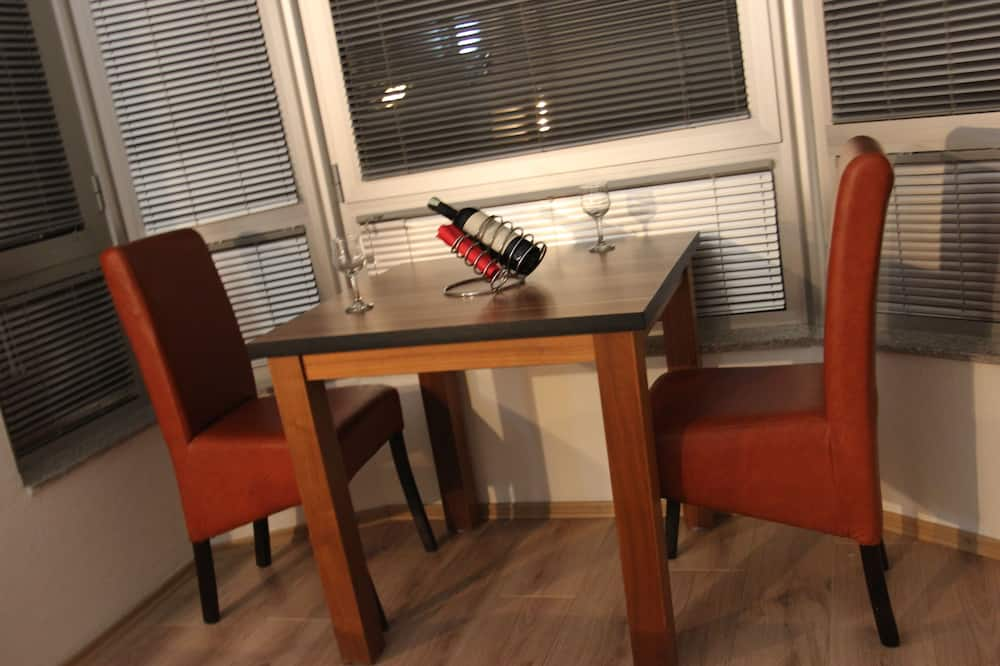 Classic Studio - In-Room Dining