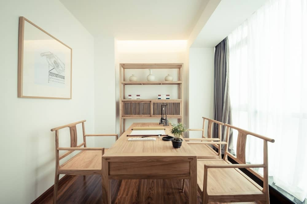Comfort Suite(Chinese Domestic Guests Only) - Living Area