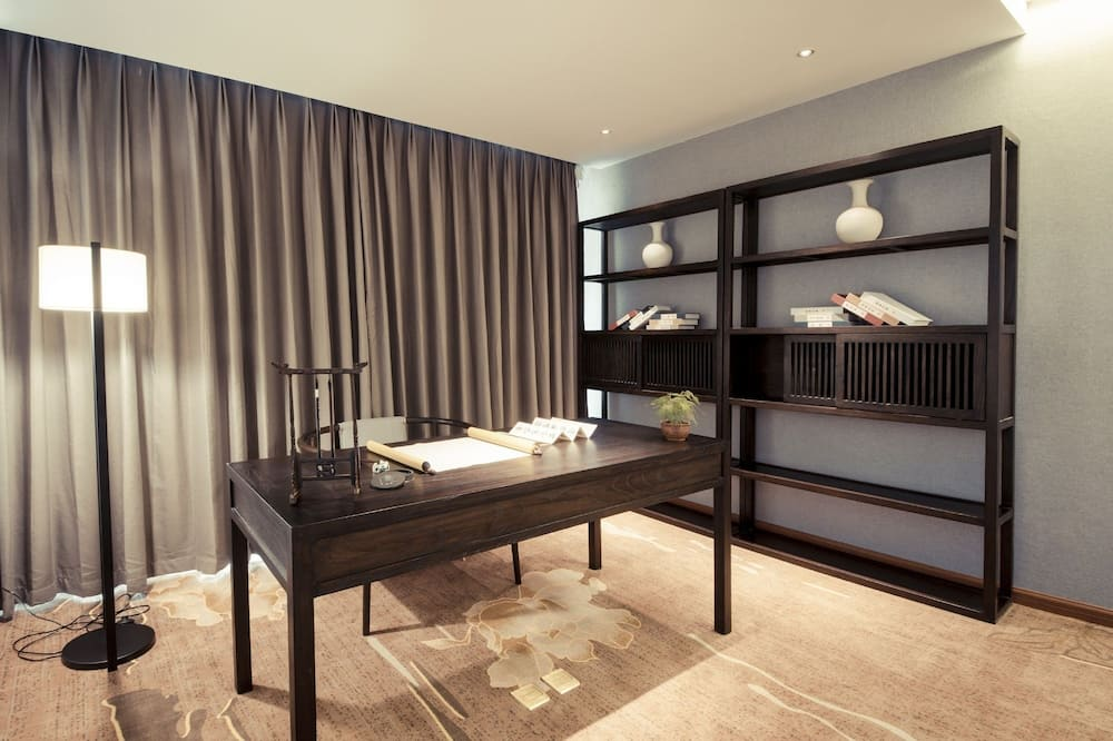 Signature Suite(Chinese Domestic Guests Only) - Living Room