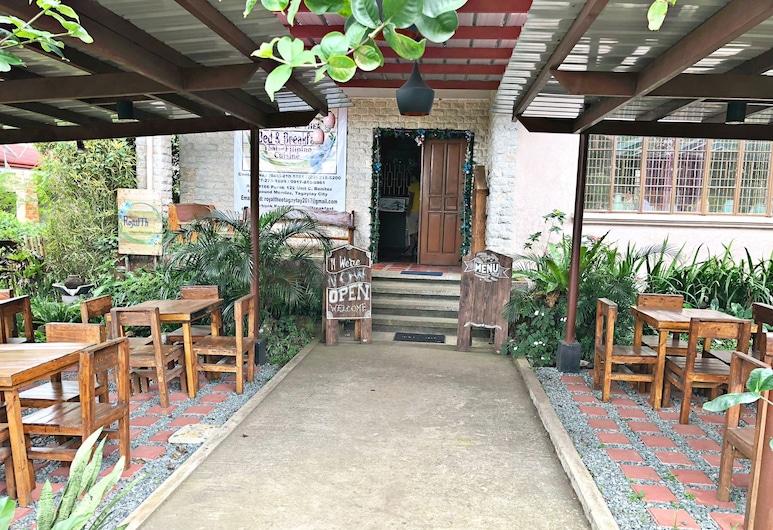 Royal Thee Bed & Breakfast, Tagaytay, Restauration en terrasse