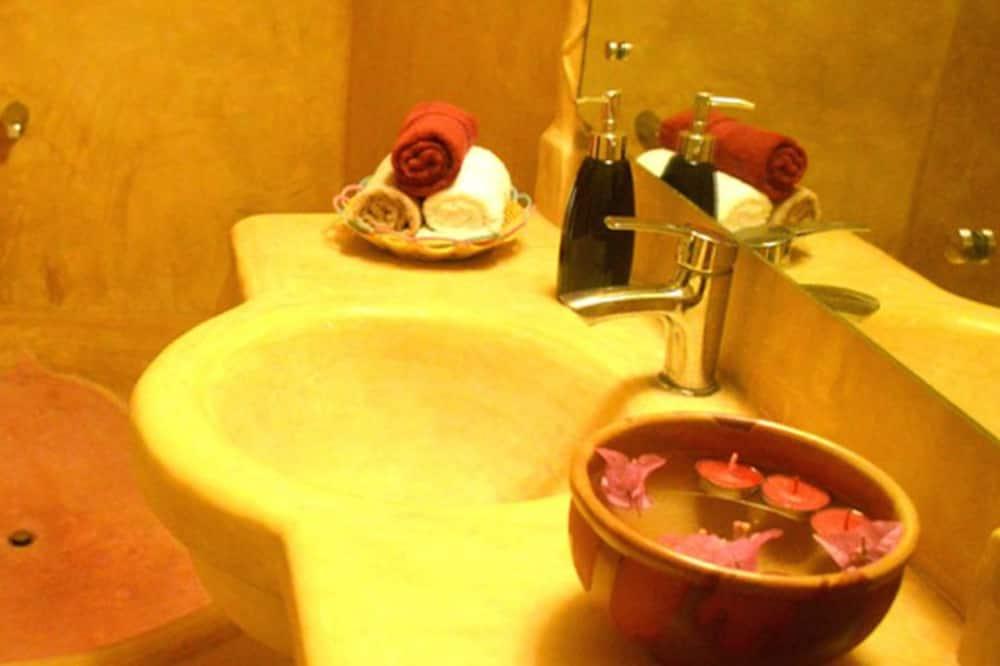 Executive-Doppelzimmer, Poolblick - Waschbecken im Bad