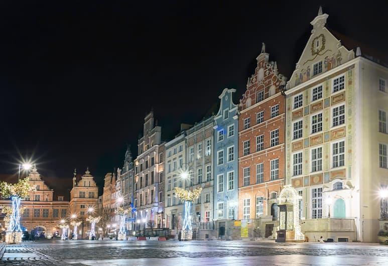 IBB Hotel Dlugi Targ, Gdansk, Pohľad na hotel – večer/v noci