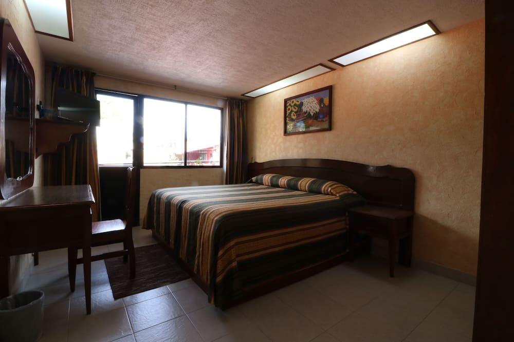 غرفة - سرير ملكي - غرفة نزلاء