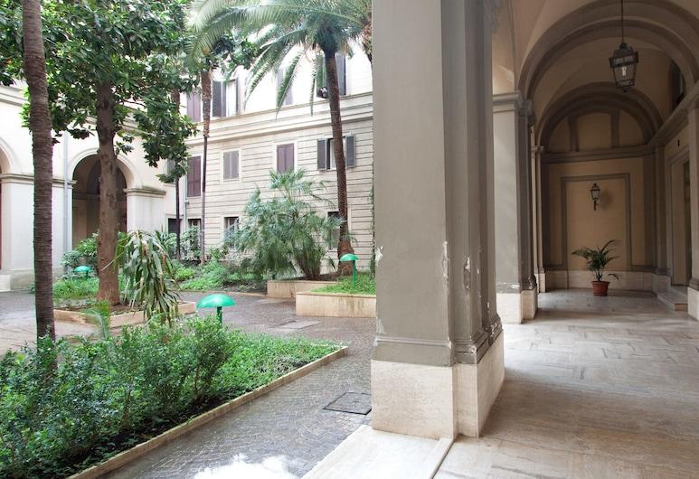Rental In Rome Ottaviano, Roma, Avlu