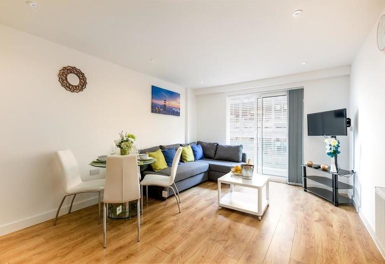 Skyvillion Tower Points, Enfield, Departamento Deluxe, 2 habitaciones, balcón, Sala de estar