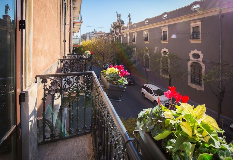 Magione del Re - sicilian rooms, Catania, Deluxe kahetuba, 1 lai voodi ja diivanvoodi, rõduga, vaade linnale, Rõdu