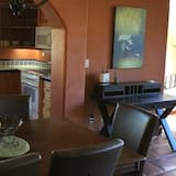 Family Townhome, 2 Bedrooms - In-Room Dining