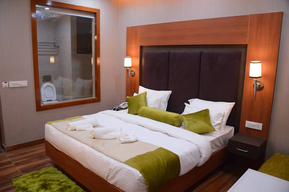 Deluxe Double Room, 1 King Bed - Living Room