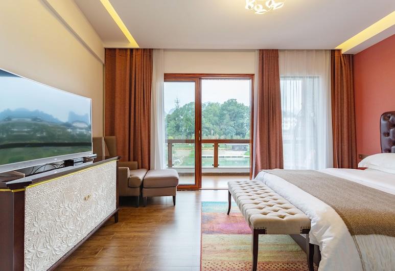 Z-up Boutique Hotel, Zhangjiajie, Honeymoon Studio, 1 King Bed, Bathtub, River View, Guest Room