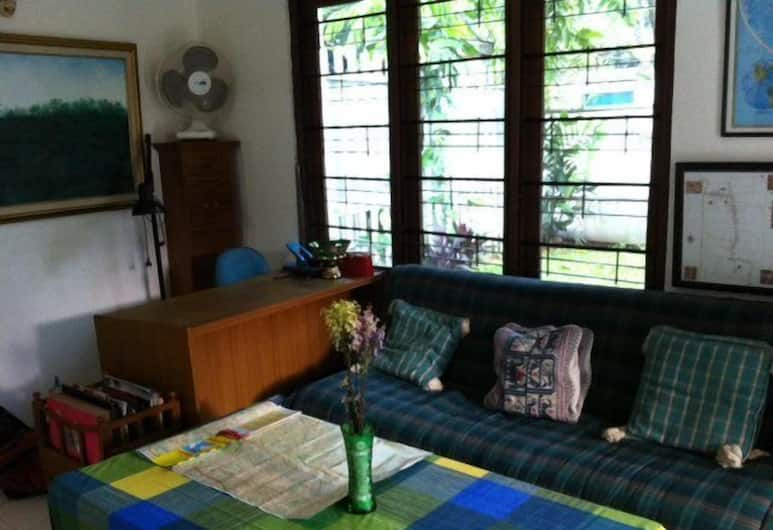 Bangka Bed and Breakfast, Jakarta, Living Area