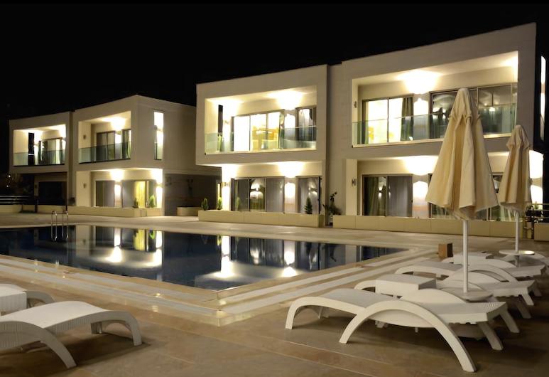 谷姆貝特巴爾達奇 2 房住宅酒店, 波德倫, 住宿正面 - 夜景