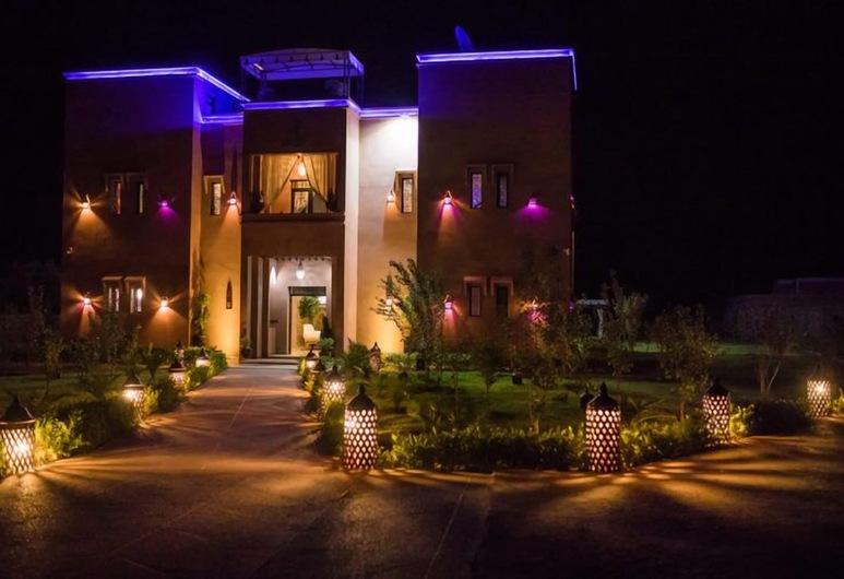 Jnanat Aicha Guesthouse, Sidi Badhaj, Hotellets facade - aften/nat