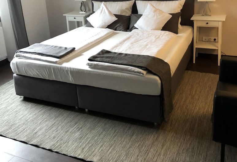 Hotel Restaurant Zum alten Postwagen , Gevelsberg, Deluxe Double Room, Guest Room