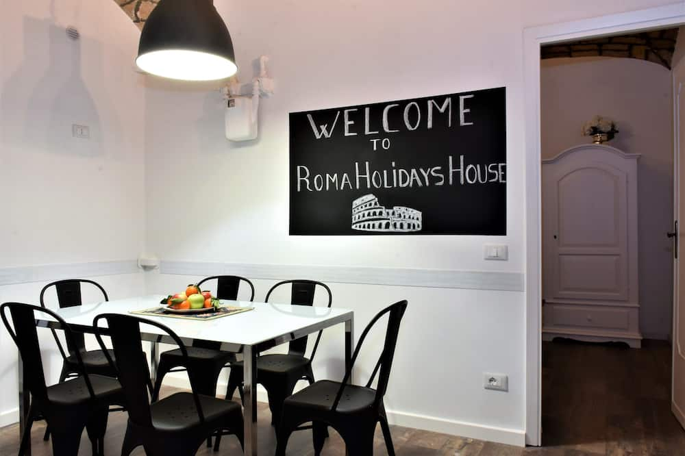 Apartment, 3 Bedrooms, City View - In-Room Dining