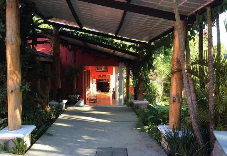 BELLA VERAPAZ HOTEL Y RESTAURANT, Santa Cruz Verapaz, Terrenos del establecimiento