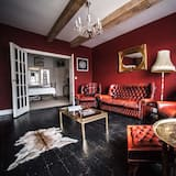 The Hunting Suite - Living Area