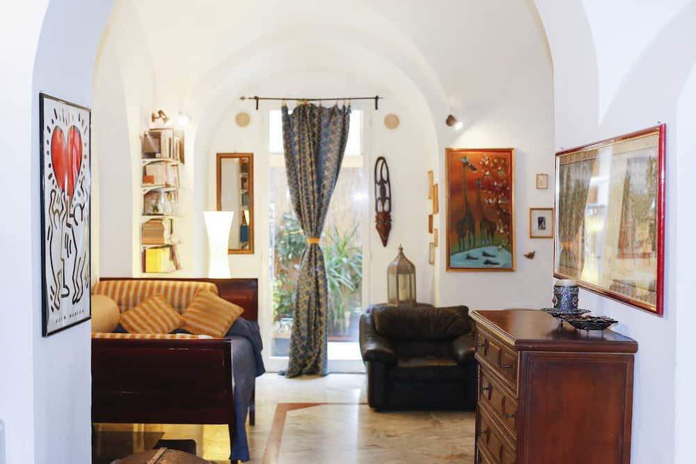 Tetőtéri szoba, terasz - Nappali