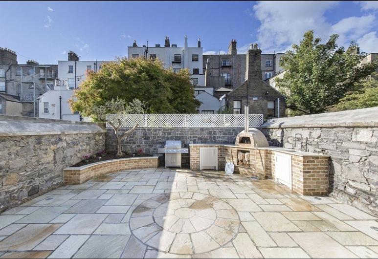 Pierce Brosnan Suite - hiphipstay, Δουβλίνο, Αίθριο/βεράντα