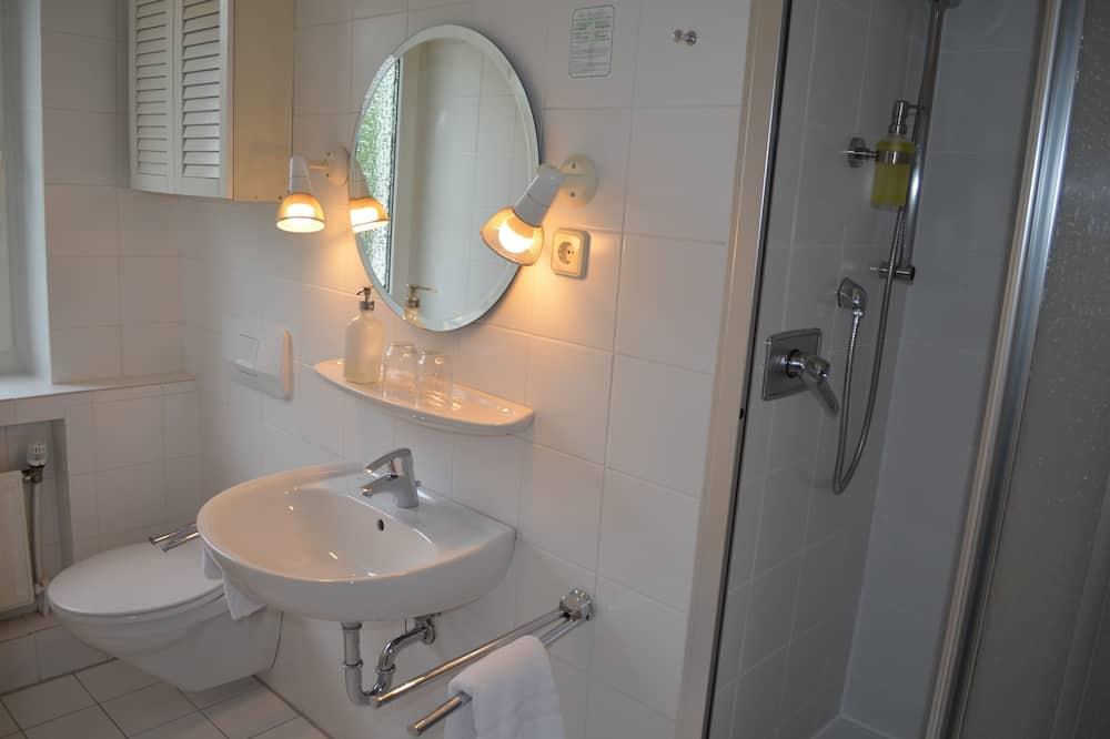 חדר אקונומי זוגי או טווין - חדר רחצה