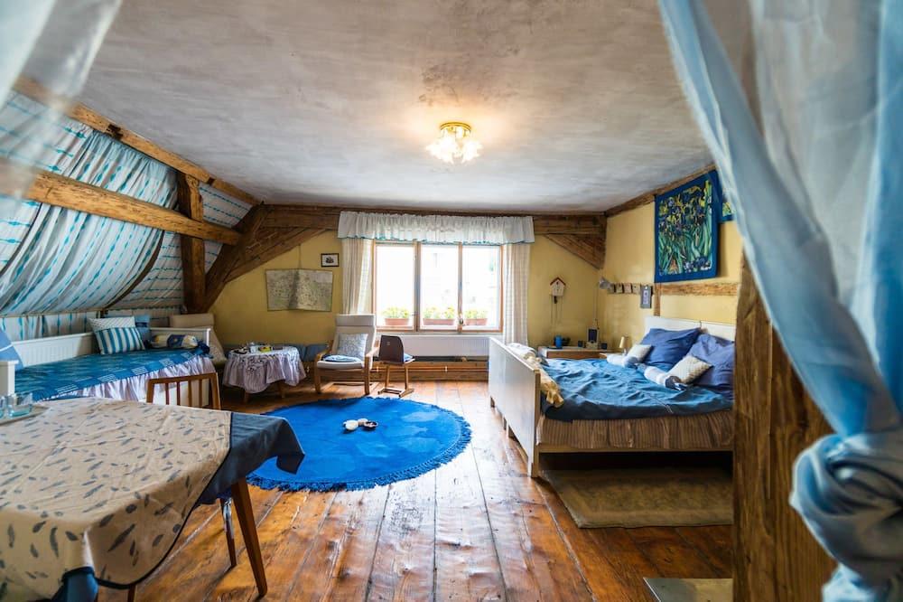 Design Apartment, 1 Bedroom, City View - Living Area