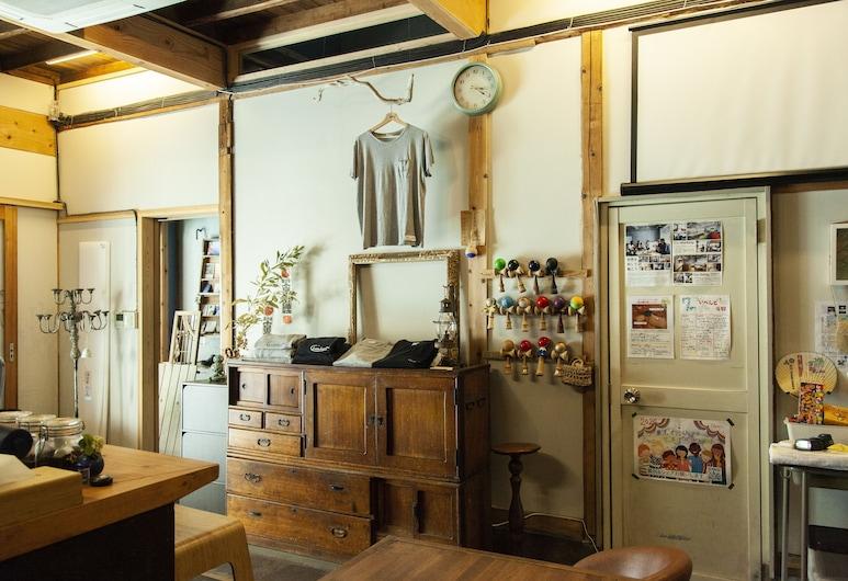 Fukuoka Guesthouse HIVE, Fukuoka, Spoločná zdieľaná izba, spoločná izba pre mužov aj ženy, Recepcia
