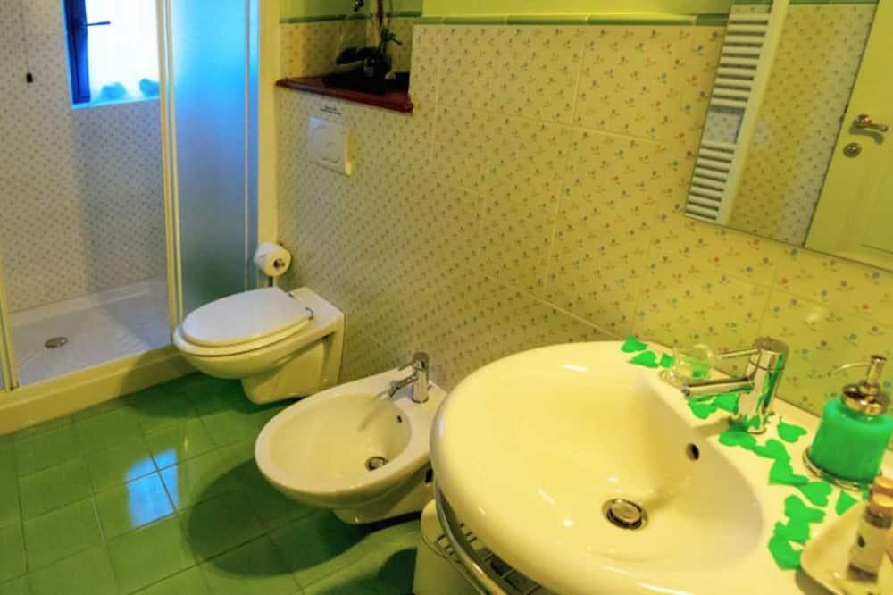 Chambre Double Supérieure, 1 très grand lit - Salle de bain