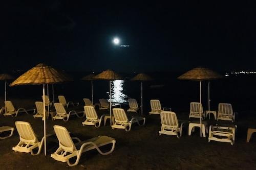 厄金海灘俱樂部酒店/