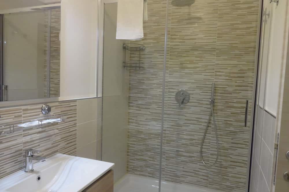 經典三人房, 1 間臥室, 城市景 - 浴室