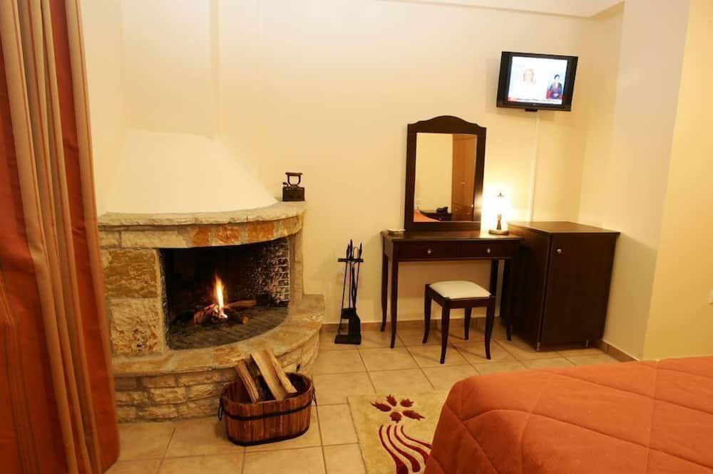 Dvojlôžková izba, krb - Obývacie priestory