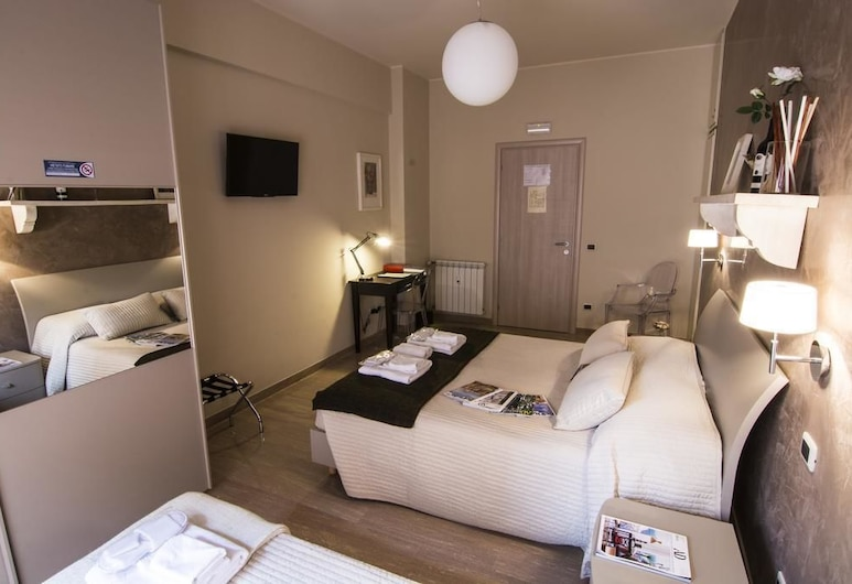 B&B Gemelli Rooms, Rome, Double Room, Shared Bathroom, Courtyard View, Guest Room