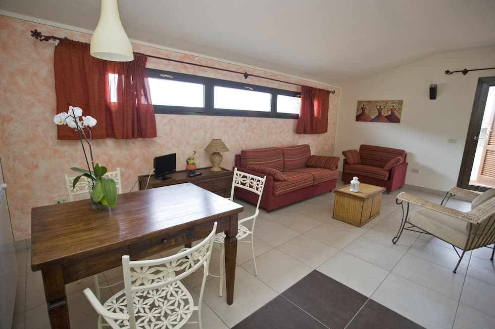 Apartment (Mono) - Living Area