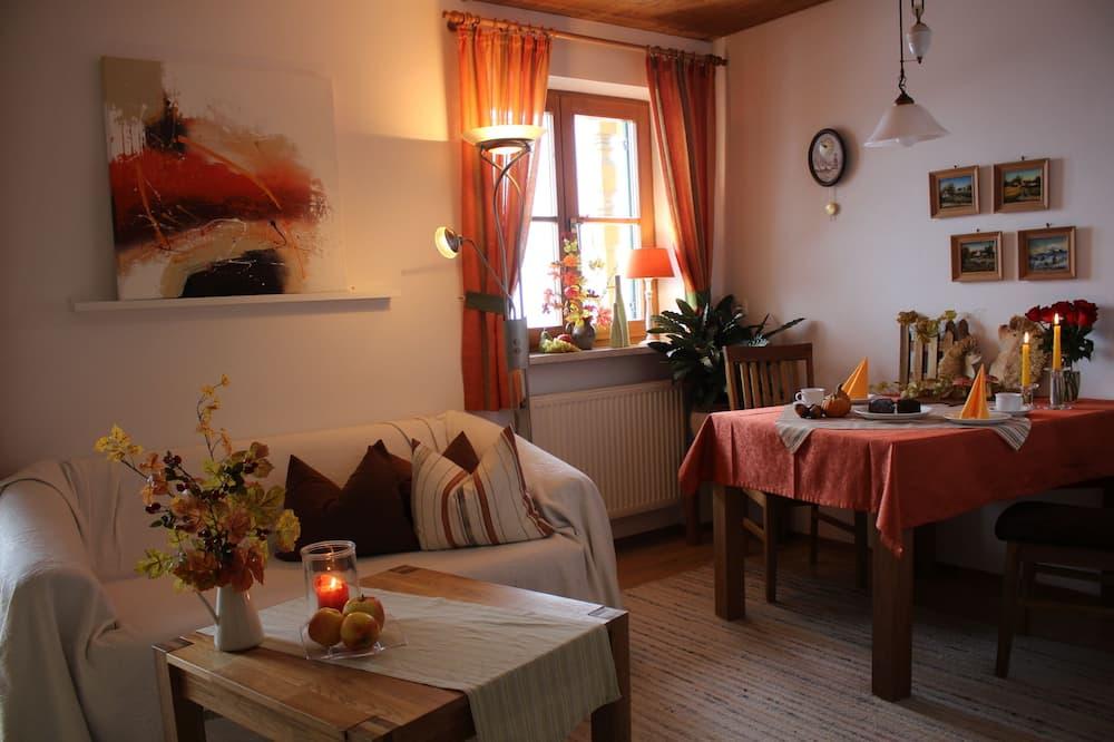 Comfort Apartment, 1 Bedroom, Mountain View - Living Area