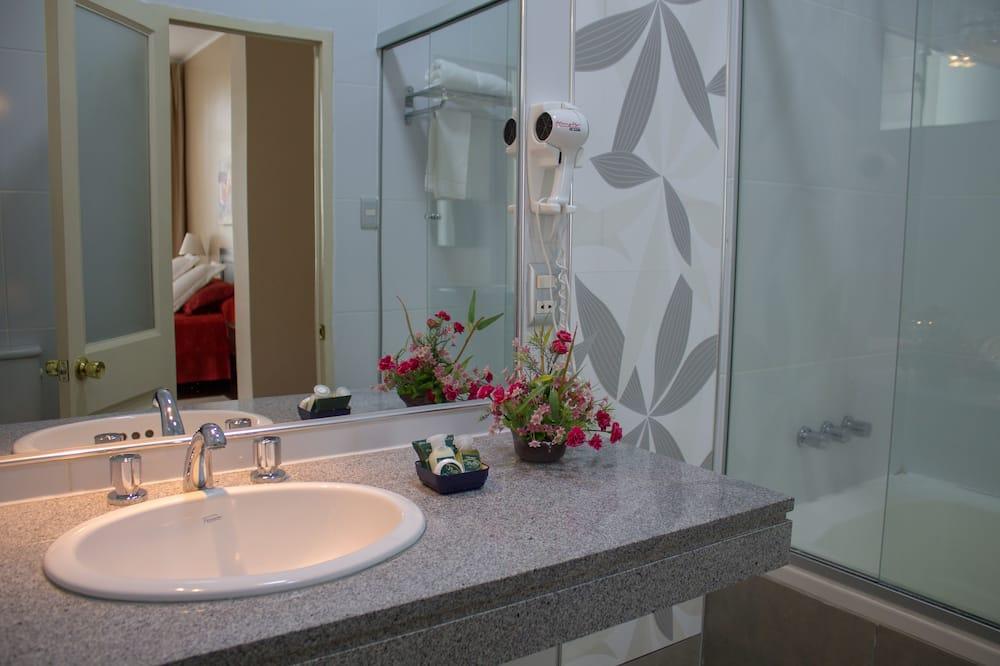 Phòng dành cho gia đình, Nhiều giường - Phòng tắm