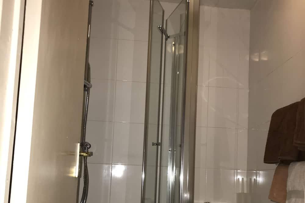 Dvivietis kambarys, iš miegamojo pasiekiamas vonios kambarys - Vonios kambarys