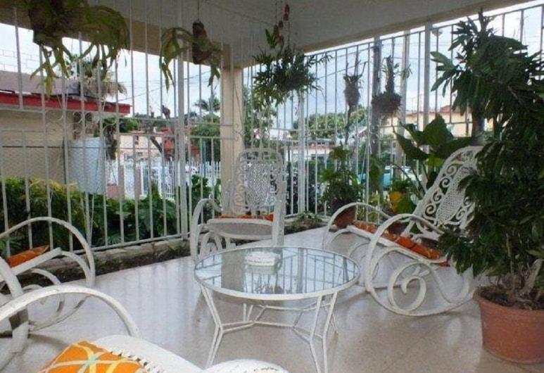 BlueRoom & Hostal Alina, Havana, Terrace/Patio