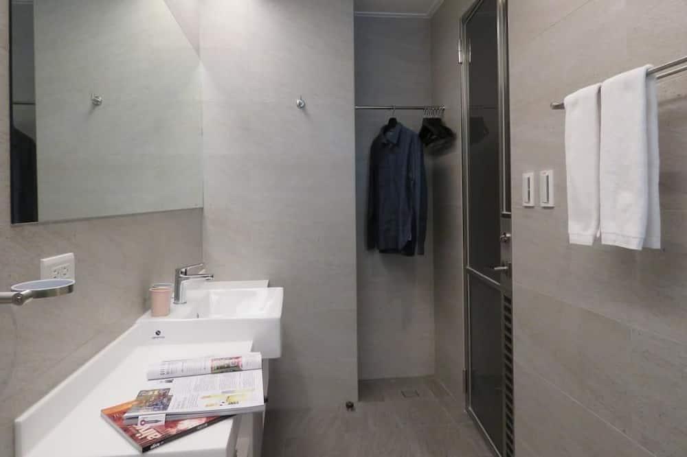 Family Quadruple Room, Hot Tub - Bathroom