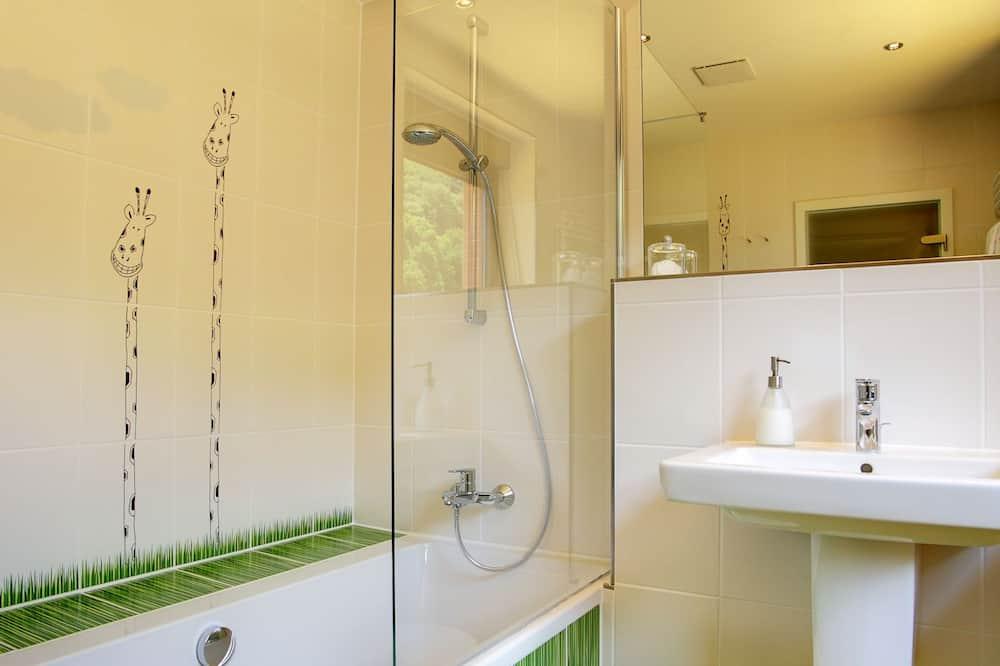 Atviro plano kambarys (1 dvigulė / 2 viengulės lovos) (near water) - Vonios kambarys