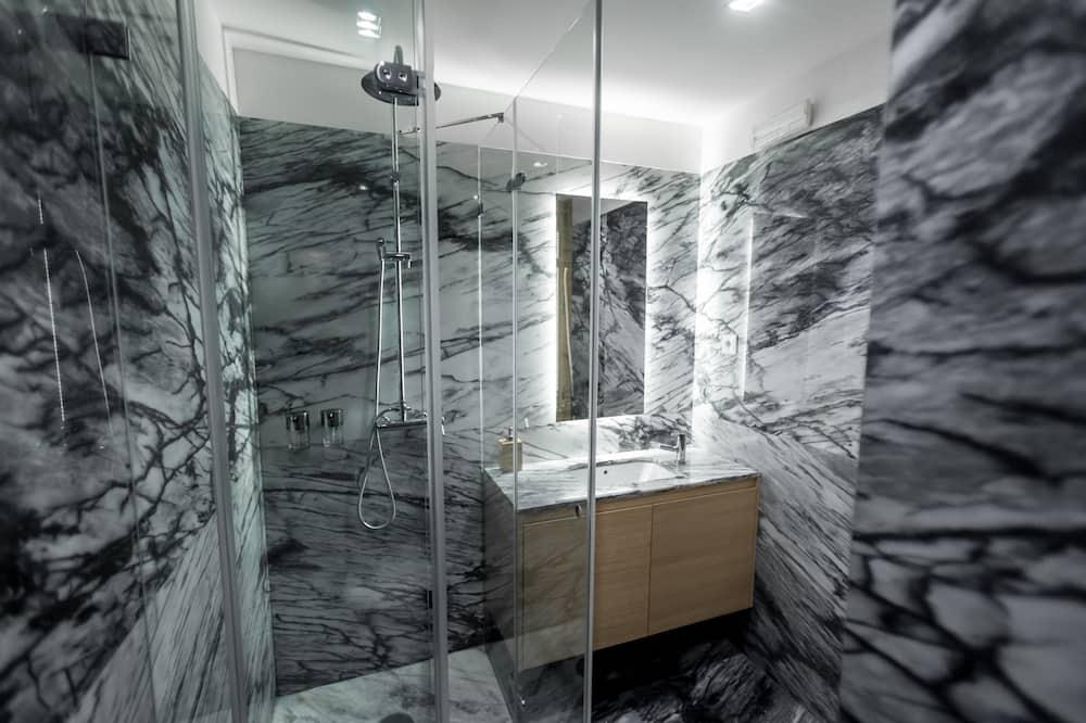 Double or Twin Room, Private Bathroom (Boavista) - Bathroom