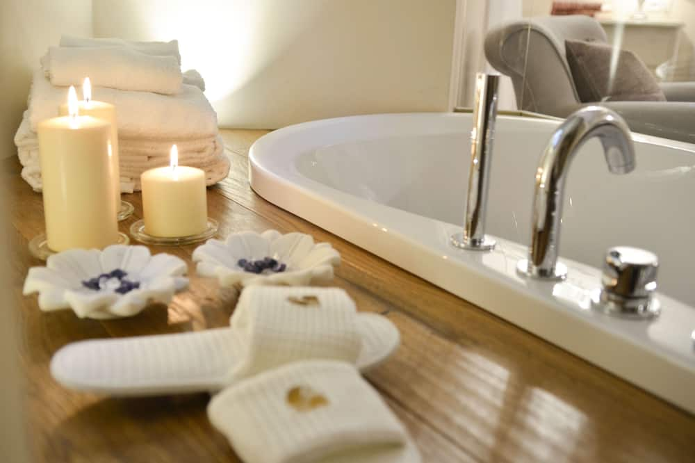 Grand Suite, Jetted Tub - Bathroom