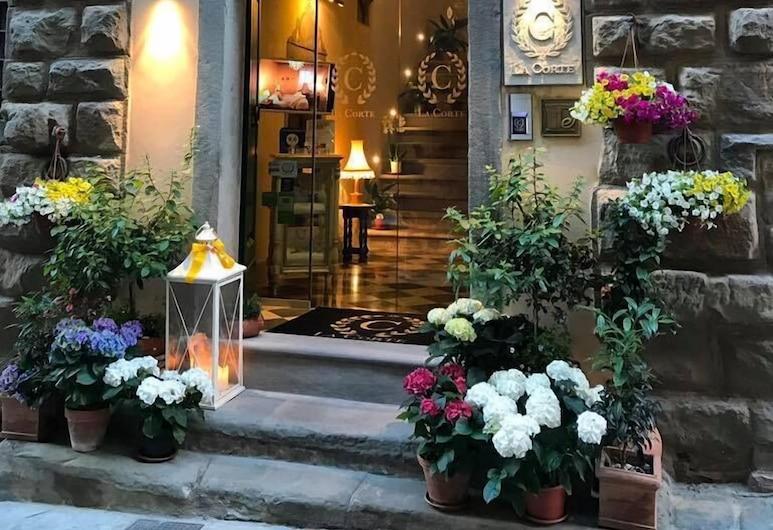 La Corte Di Ambra, Cortona, Hotel bejárata