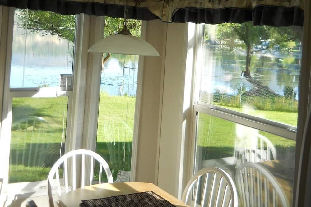 Cottage, 1 Queen Bed, Lake View, Lakeside - Living Area