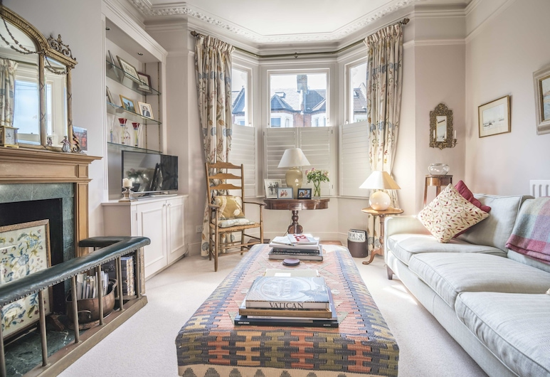 Enchanting Clapham Common Home with Garden, London