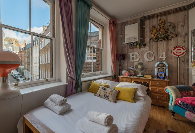 Sensational St Paul's Home by the Cathedral, London, Apartment, 2 Bedrooms, Living Area