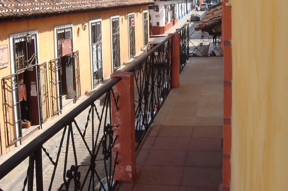 Дизайнерский номер, 1 двуспальная кровать «Кинг-сайз», отдельная ванная комната, вид на город - Балкон