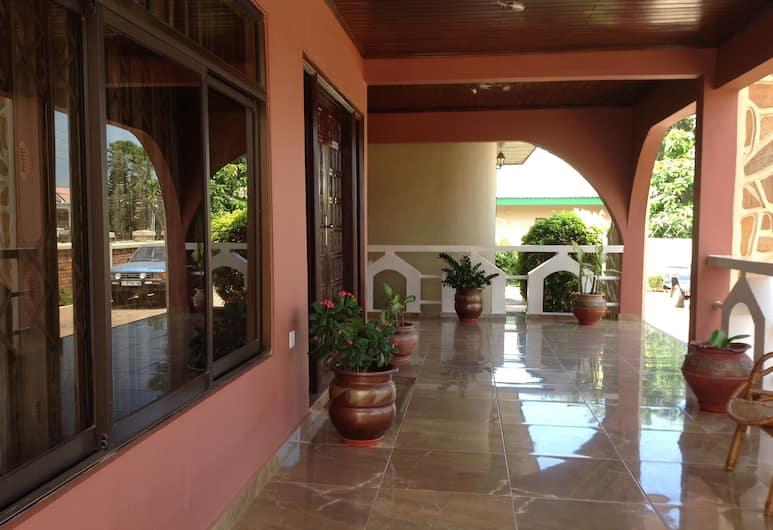 Benconi Lodge , Akra, Įėjimas į viešbutį