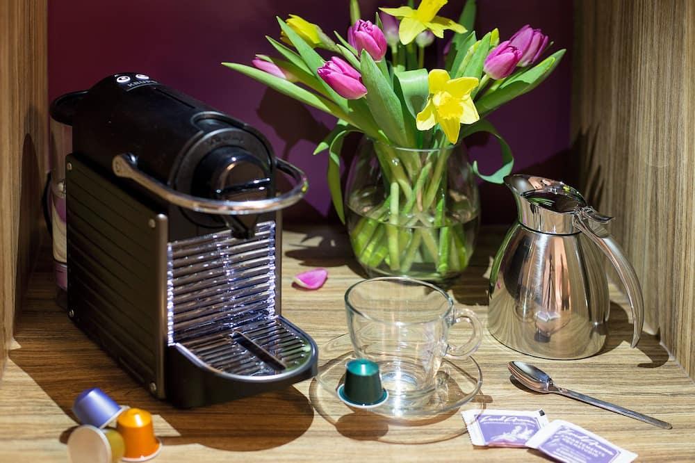 Кофеварка в номере