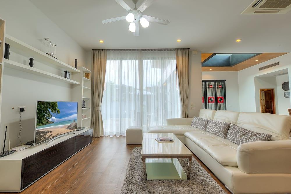 3-Bedroom Villa with Private Pool and Garden - Oturma Odası