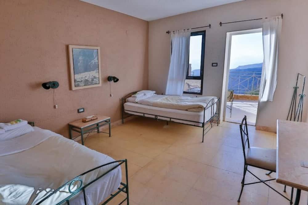 Economy Double or Twin Room, 1 Bedroom, Shared Bathroom - Ruang Tamu