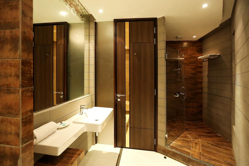 Royal Suite, 2 Bedrooms, Jetted Tub - Bathroom