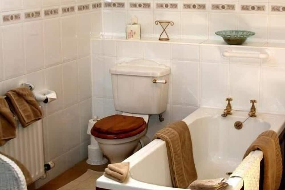 Basic Double Room, 1 Double Bed, Garden View - Bathroom